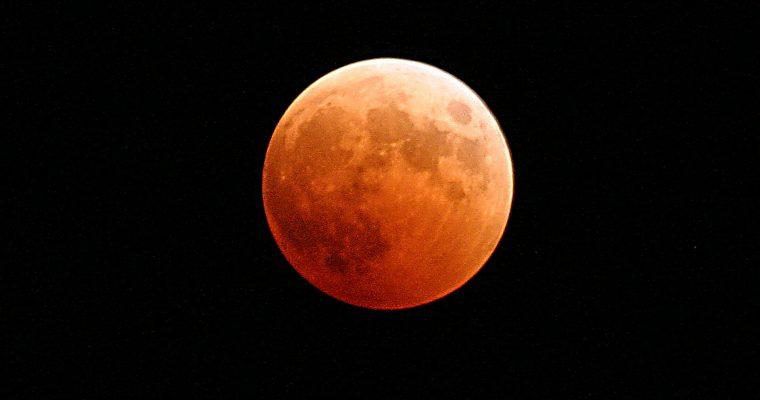Wie du eine Mondfinsternis fotografierst